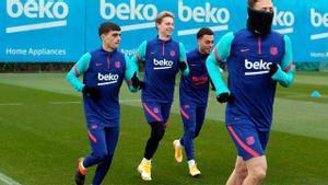 Los jugadores del Barça entrenan en la Ciudad Deportiva