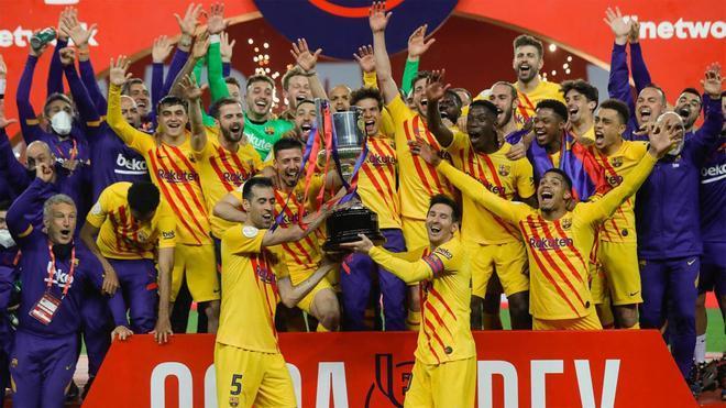 Así fue la celebración del Barça tras ganar la Copa del Rey en el césped