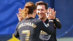 Griezmann celebra con Messi un gol ante el Villarreal