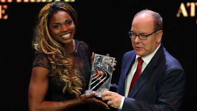 La saltadora Caterine Ibargüen recoge su premio en la gala