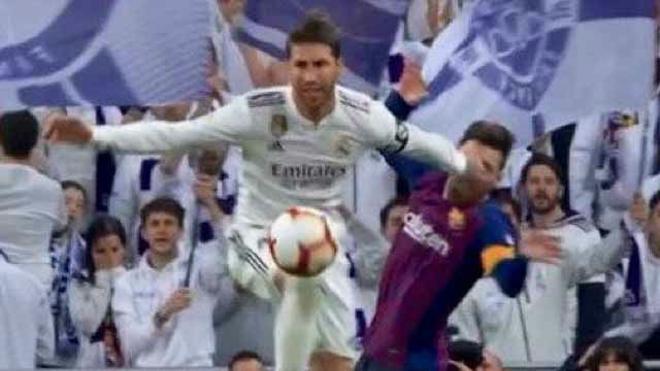 Otra agresión más en el currículum de Ramos: así fue su codazo a Messi