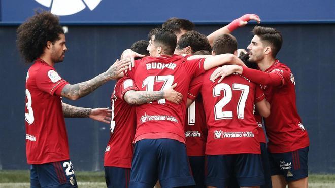 La plantilla de Osasuna celebra uno de los goles