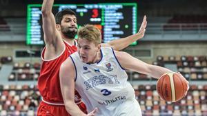 Estonia y Macedonia se jugaron el pase