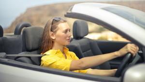 Mujer al volante NO hay peligro constante