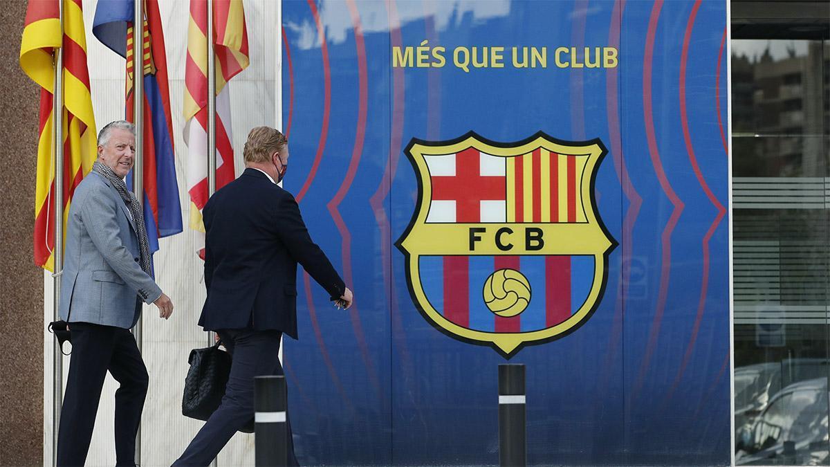 Koeman llega al Camp Nou para reunirse con Laporta