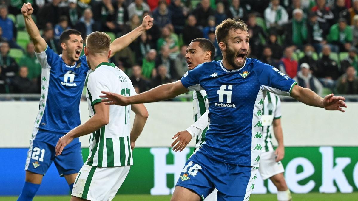 Germán Pezzella celebra el 2 a 1 ante el Ferencvaros en la UEFA Europa League