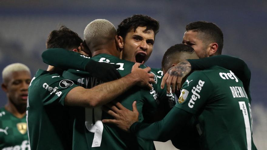 Palmeiras y Vélez se imponen en sus partidos de ida de octavos