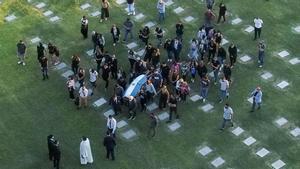 Los restos de Diego Maradona descansan ya en el Jardín Bella Vista