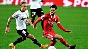 Suso y Wass en el enfrentamiento de liga en Mestalla.
