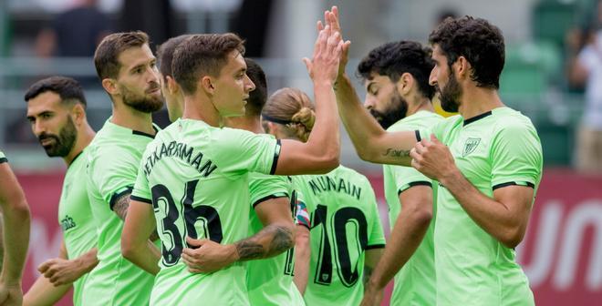 Los jugadores del Athletic celebran uno de los goles ante el Borussia Dortmund