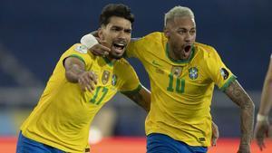 Paquetá celebra con Neymar el gol que dio el triunfo a Brasil