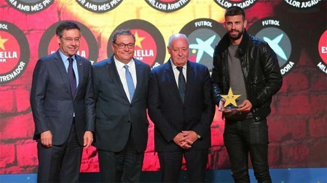 Piqué recogió el Premio al mejor jugador del fútbol catalán