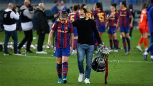 Lluís Cortés levantó la Copa de la Reina junto a sus jugadoras
