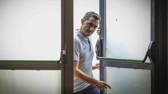 Valverde, antes de atender a los medios informativos