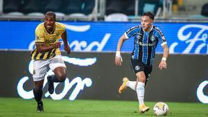 Pepe en una acción con el Gremio en la Copa Libertadores