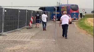 La lluvia, protagonista en la segunda sesión de entrenamiento del Barça
