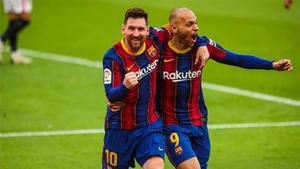 Leo Messi y Braithwaite, celebrando un gol