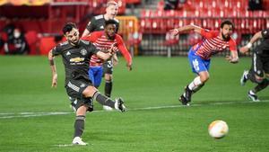 El gol de penalti de Bruno Fernandes al Granada