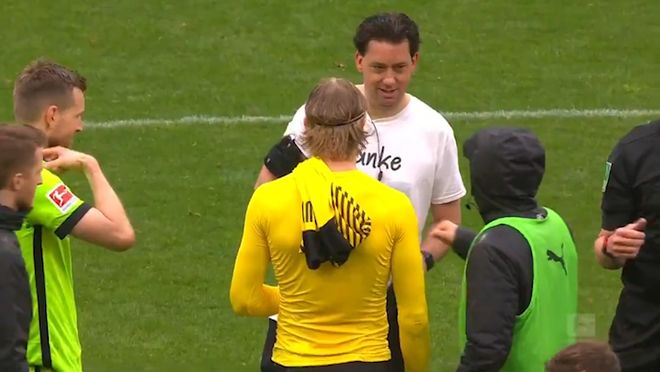 Haaland, detallista con el árbitro: intercambió la camiseta porque era su último encuentro