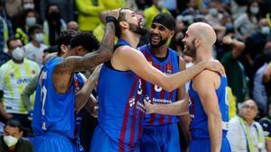 Los jugadores del Barça celebrando el triunfo en Estambul