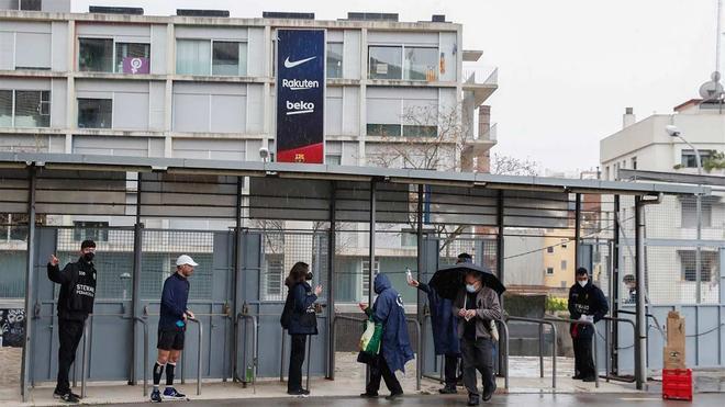 La jornada electoral en Barcelona arrancó con lluvia