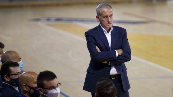 Andreu Plaza dirigió el partido con normalidad