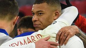 Mbappé celebra con Neymar el tercer gol ante el Bayern