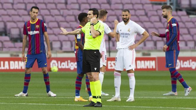 El Real Madrid se apuntó el último clásico disputado en el Camp Nou con mucha polémica arbitral