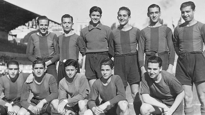 Formación del Barça Aficionados de 1941. González es el primero, de pie, por la derecha.