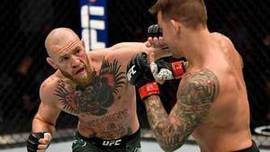 McGregor y Poirier, durante su última pelea.