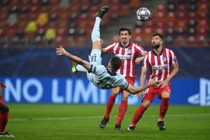 Así ha sido la polémica chilena de Giroud que deja tocado al Atlético de Madrid en la Champions