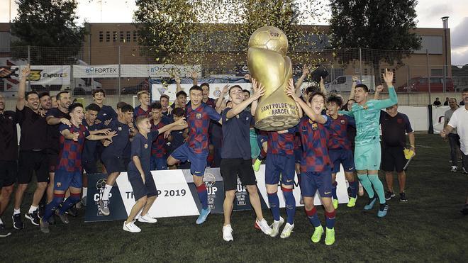 La alegría del FC Barcelona, último campeón de The Cup