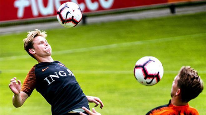 De Jong se luce en el entrenamiento de Holanda