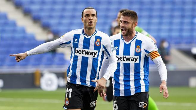De Tomás, celebrando un gol junto a David López