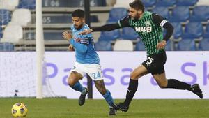Insigne y Berardi, compañeros de selección, cara a cara durante un Sassuolo - Nápoles