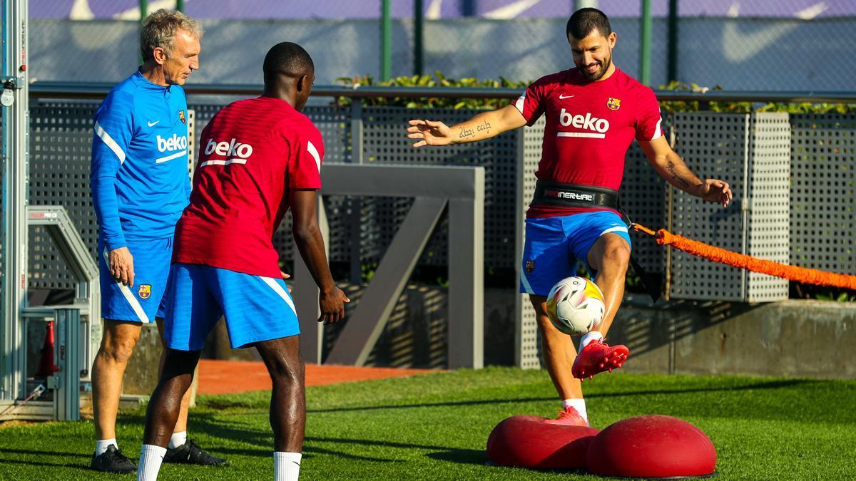 Alegrías para Koeman: Dembélé y Agüero hacen parte del entrenamiento con el grupo