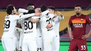 Los jugadores del Spezia celebran uno de los goles.