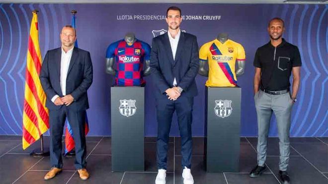 Carevic firmó su renovación acompañado del directivo Vilajoana y el secretario técnico Abidal