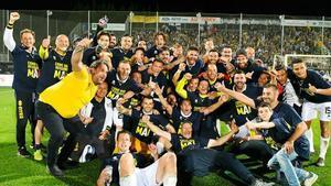 Así celebró la afición del Parma el regreso a la Serie A