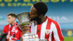 Williams junto a la Supercopa de España.