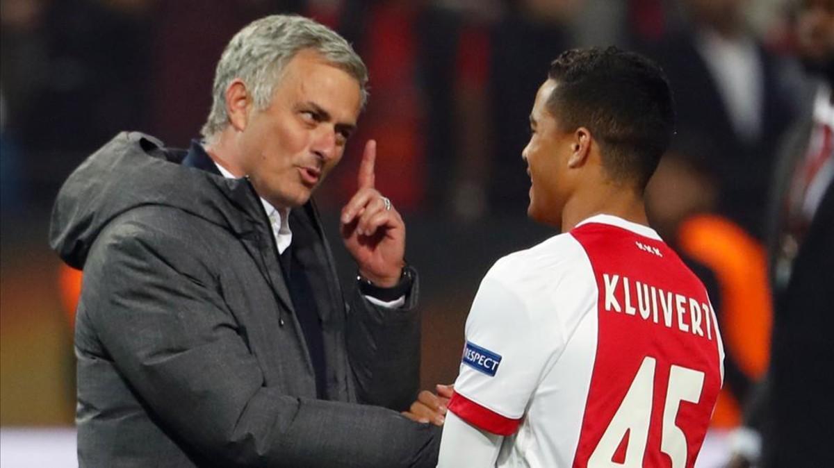 Mourinho ya conoce a Justin Kluivert