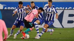 Imágenes del partido entre el Alavés y el FC Barcelona correspondiente a la jornada de LaLiga, disputado en el estadio Mendizorrotza de Vitoria.