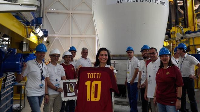 La camiseta de Tott, antes de ser lanzada al espacio