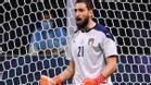 Donnarumma celebra una parada ante España en la Nations League