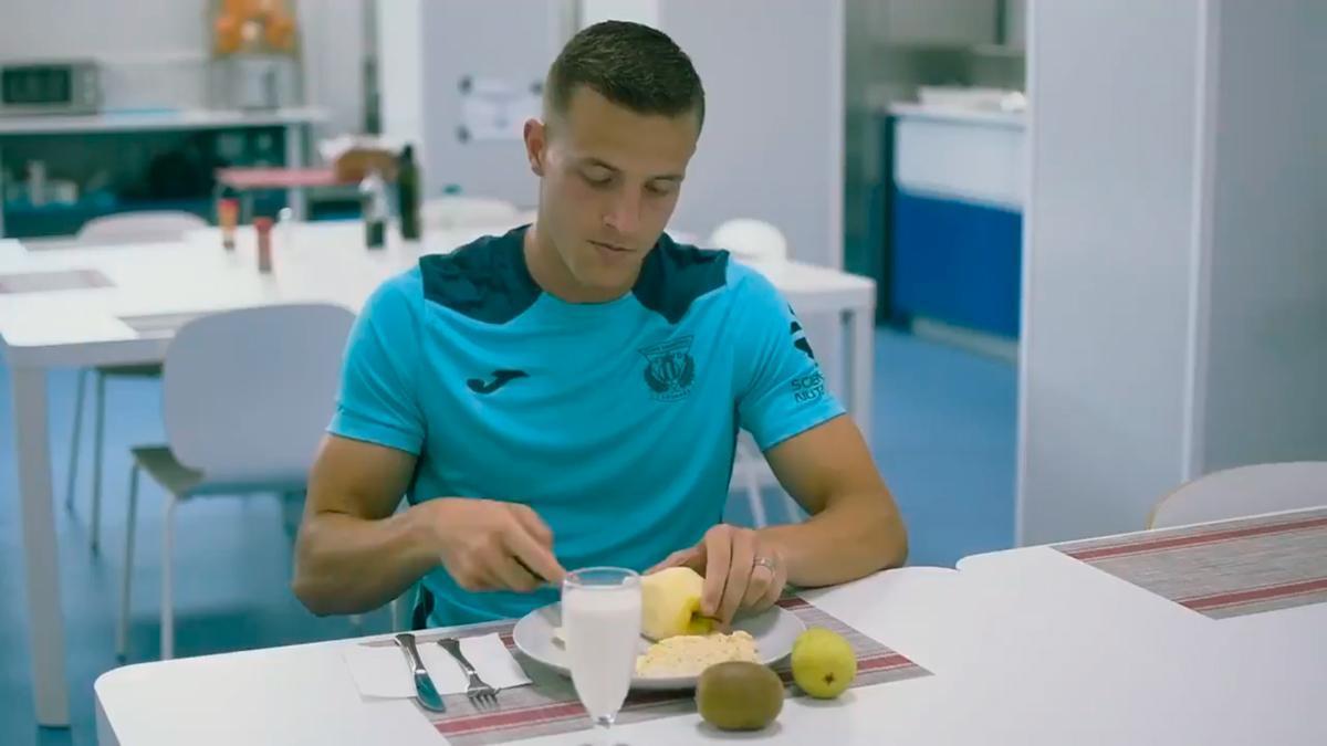 Rodrigo Tarín participó en el anuncio de la segunda equipación del Leganés