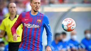 El Barça ha ofrecido este verano a Lenglet a varios equipos y se le vinculaba a la Roma, pero parece que por ahora seguirá siendo azulgrana