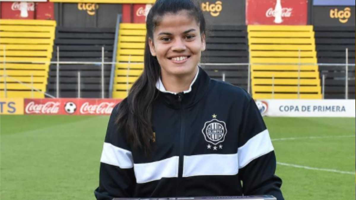 Premio machista para una futbolista paraguaya: ¡recibe un conjunto de cacerolas!