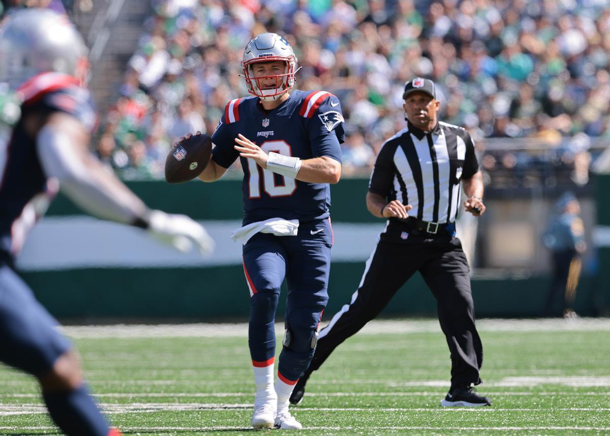 El quarterback de los Patriots, Mac Jones