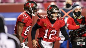 Antonio Brown y Tom Brady, de los Buccaneers