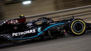 Valtteri Bottas ha hecho buenos los pronósticos y se ha hecho con la quinta pole del año